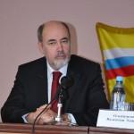 Председатель оргкомитета профессор Олейников
